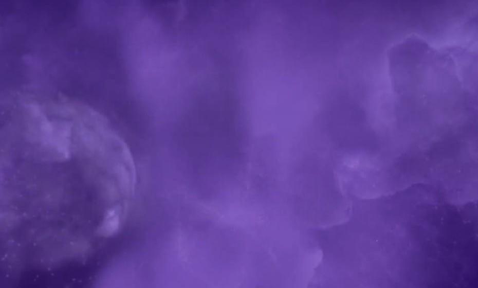 2018: Ultravioleta. Tecnicamente identificada como Pantone 18-3838, esta cor comunica originalidade, engenhosidade e pensamento visionário, exatamente aquilo de que o mundo precisava neste ano para trilhar o seu futuro.