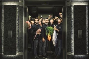 O Gourmet Experience, localizado no 7º piso do El Corte Inglés, em Lisboa, reúne chefs nacionais e internacionais que somam, entre eles, 5 estrelas Michelin. São 17 os novos espaços que apostam em diferentes conceitos de restauração, conceituadas marcas e um novo Club del Gourmet. Veja as imagens.