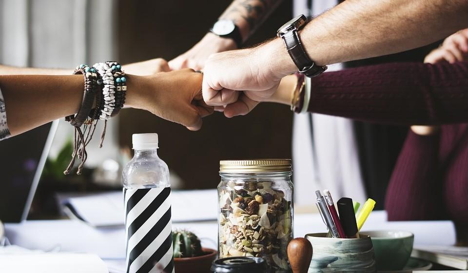 Número de Vida 9       - Pontos fortes do ano: Este poderá ser um ano favorável para negócios, desde que os parceiros certos sejam encontrados. Embora gostando de independência, haverá um chamamento para colaborar e trabalhar em equipa. Os relacionamentos estáveis estão favorecidos e tenderão a manter-se assim.