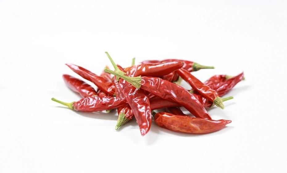 2007: A cor chilli pepper, um vermelho picante, é ousada, atraente, sofisticada e sedutora. Estabelece uma atitude extrovertida, confiante e habilitada para o design.