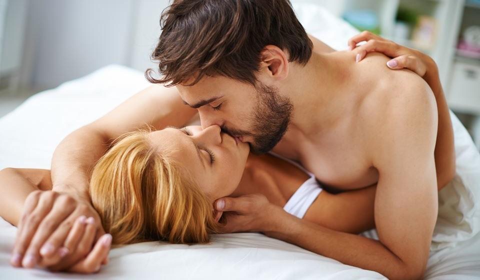 Orgasmo vaginal – O mais conhecido dos orgasmos faz sentir o clímax de forma mais intensa do que outros tipos, pois confere uma sensação mais profunda de prazer à mulher. O homem pode sentir este orgasmo, pois as paredes vaginais pulsam no momento.