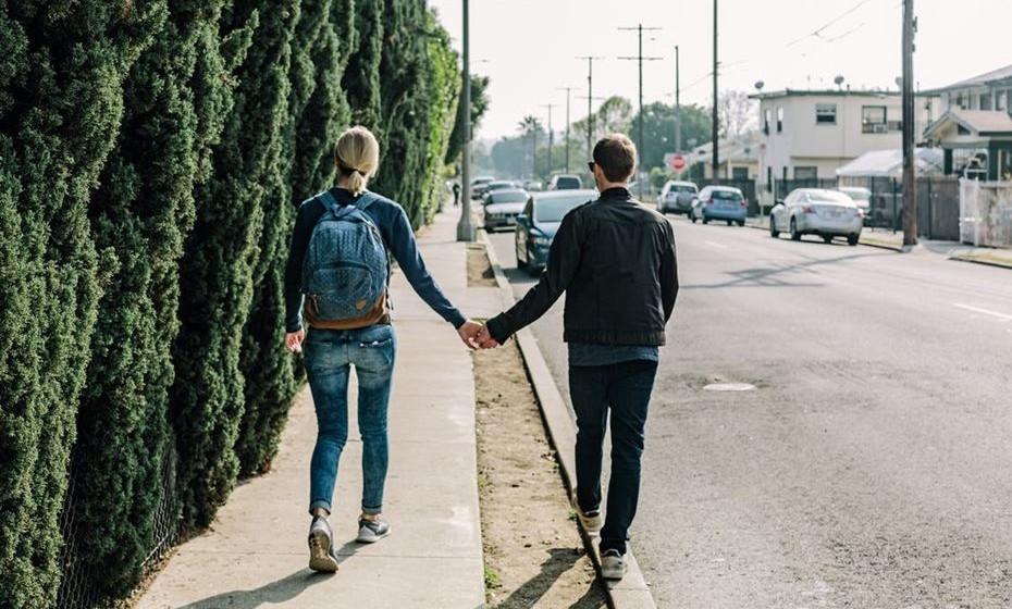 3.Puxa pelo outro, o que puxa é o dominante na relação, gosta e quer proteger o «puxado».
