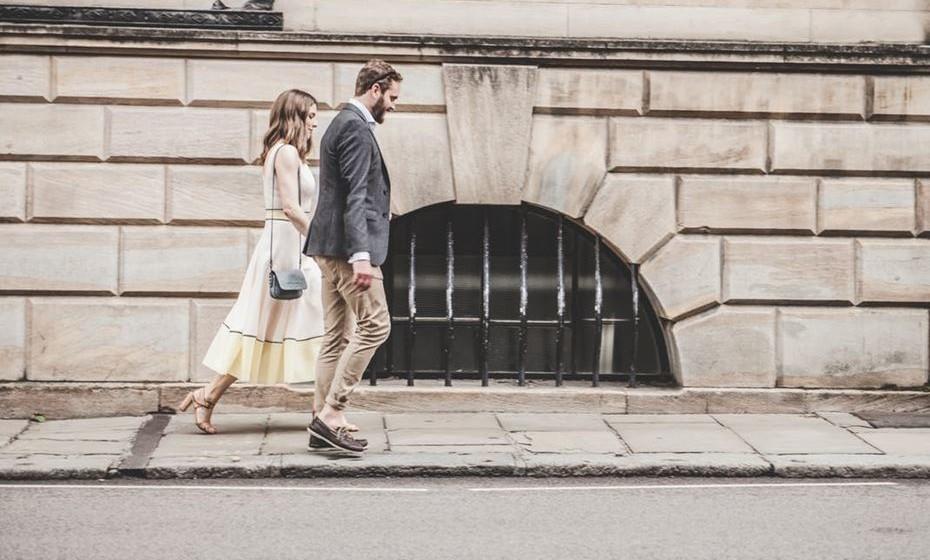 5.Atravessar a rua e não avisar o outro de que o vai fazer, andar demasiado à frente ou evitar o carinho em público é falta de ligação emocional.