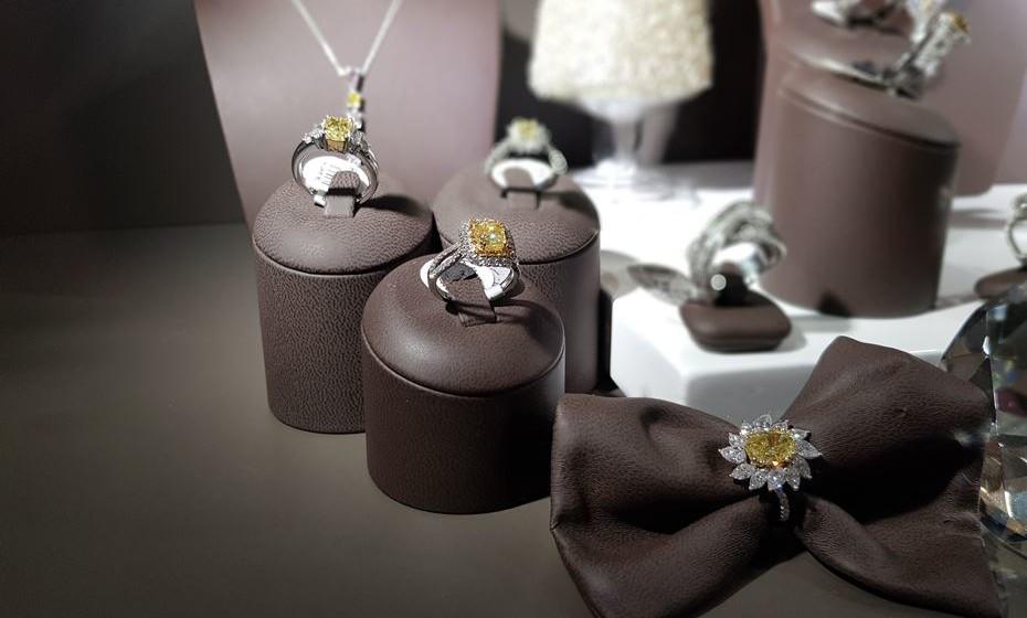 Os diamantes são muito usados em conjugação com outras pedras preciosas, desde rubis a esmeraldas, etc..