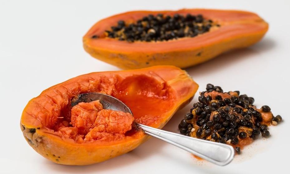 Na terceira sugestão, Lilian Barros aconselha: 2 rodelas de abacaxi, 1/2 papaia, 1 rodela fina de gengibre (opcional), 1/2 curgete, 1 chávena de agriões, hortelã q.b., 400ml de água gelada e 2 colheres de sementes de sésamo.