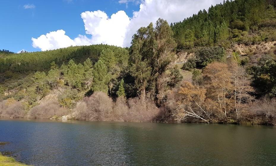 A paisagem natural abunda na região, quando se viagem entre aldeias, vilas ou cidades.