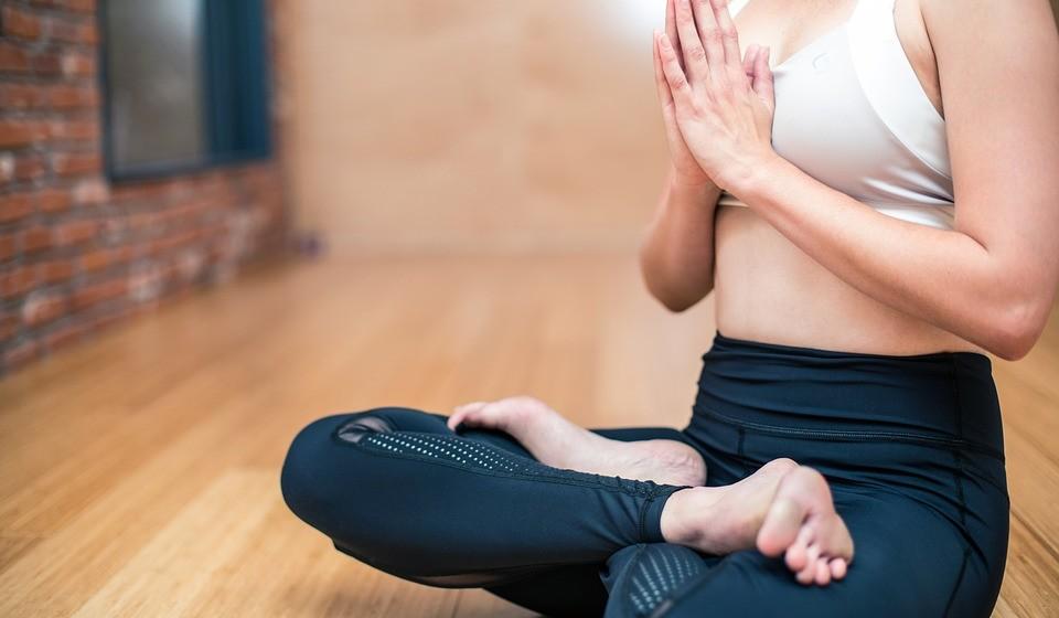 Sente-se muito stressado? Pratique ioga que melhora a sua capacidade de se autorregular, aumenta a lubrificação na mulher e, consequentemente, o desejo sexual no homem e na mulher.