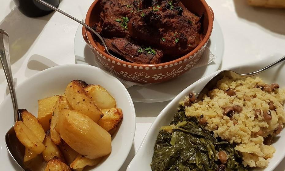 Restaurante João Brandão -  cabrito com migas de broa e ervas de molho.