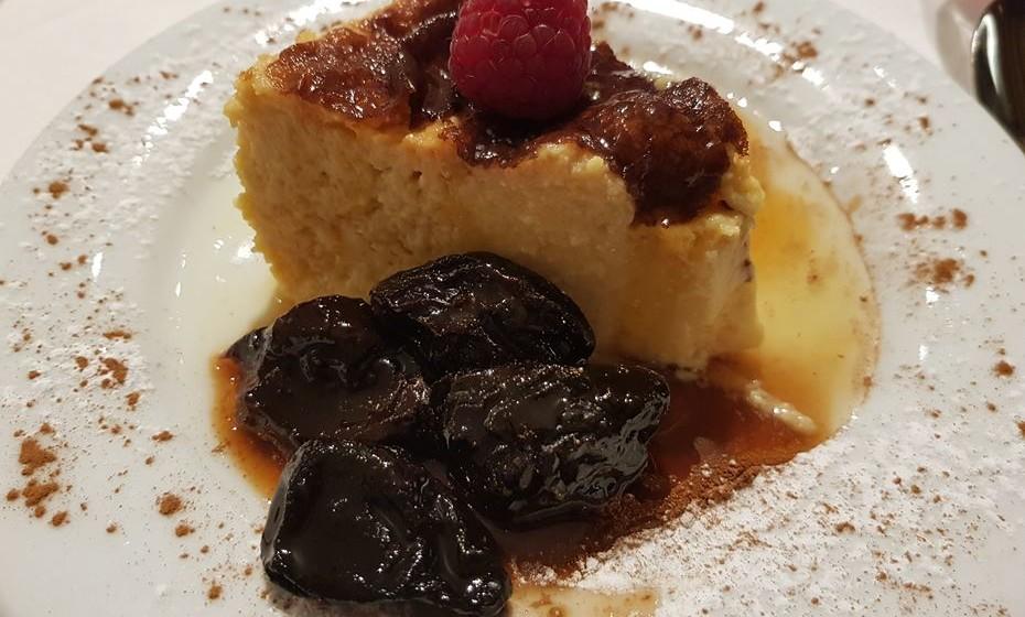 Restaurante João Brandão -  tigelada com ameixa confitada e mel de castanheiro