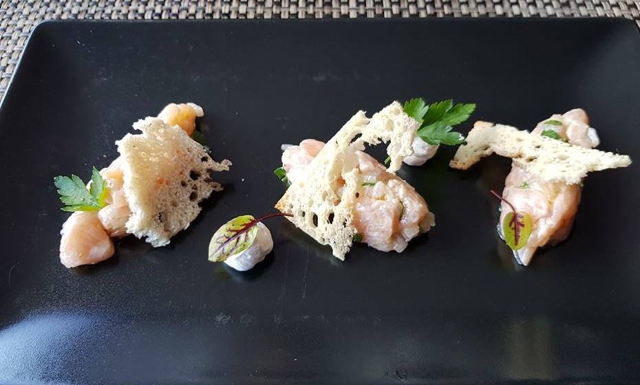 A truta é um peixe endógeno. Pode prová-la em reinterpretações modernas. Este tártaro de truta do Zêzere é servido no restaurante Fiado, na aldeia Janeiro de Cima.