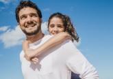 Atividades entre pai e filho promovem laços afetivos entre ambos, melhoram habilidades parentais e fomentam o desenvolvimento psicológico da criança. Veja algumas sugestões de atividades para fazerem no Dia do Pai, assinalado a 19 de março.