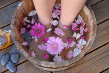 Banho antissético e antifúngico. É a primeira fase de relaxamento.