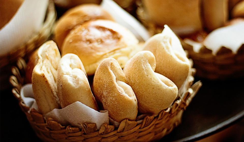Alimentos que contenham cereais e amido, como o pão, arroz, massa, cereais, etc. devem ser evitados.