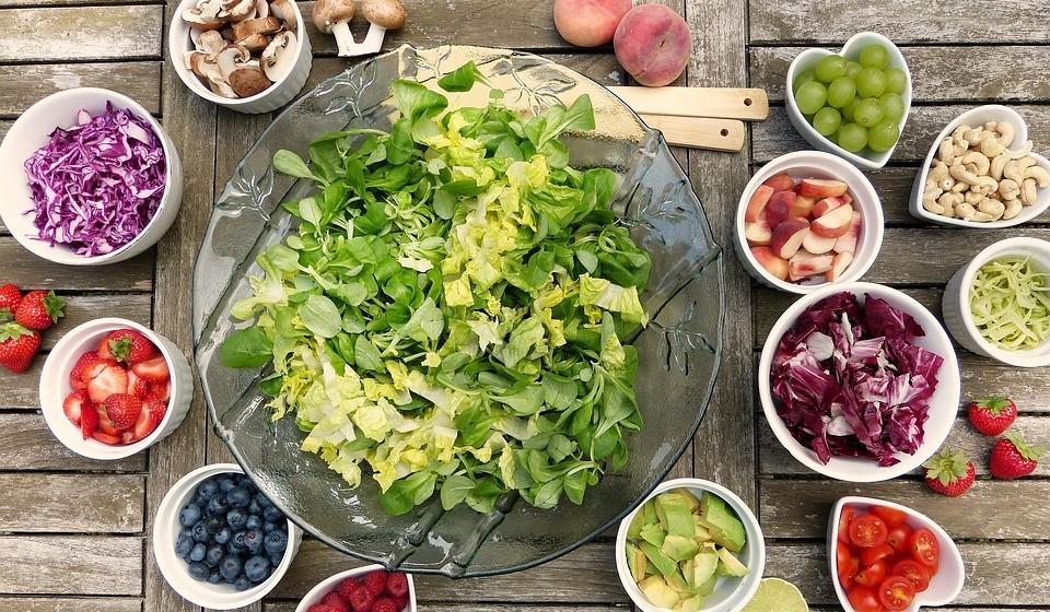 Procure variar e colorir a sua refeição, o mais possível. A refeição torna-se muito mais atraente e nutritiva.