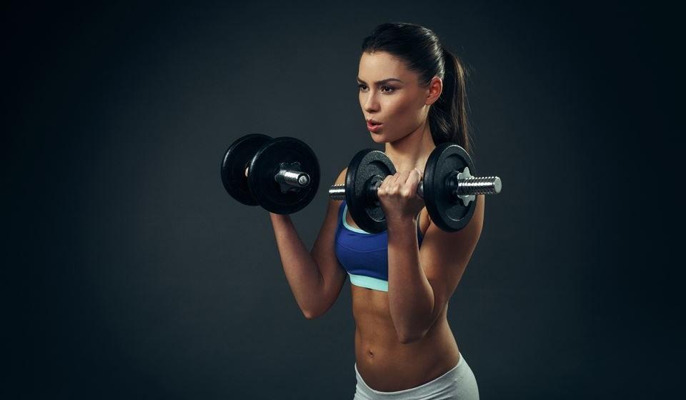 Se tiver como objetivo ganhar massa muscular, o treino mais adequado é o com pesos.