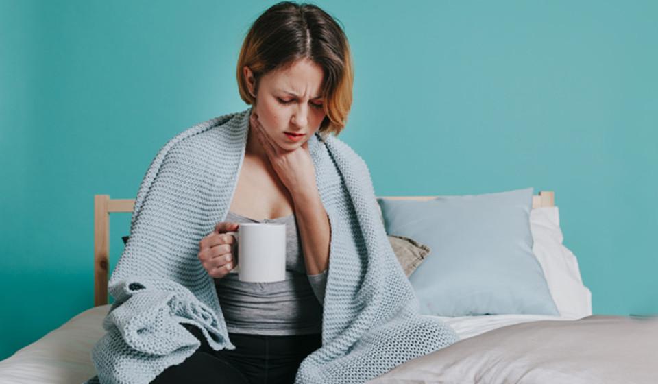 Reforça o sistema imunológico. Comer quivi está associado a uma melhoria na imunidade do corpo e poderá ajudar na congestão e dor de garganta.