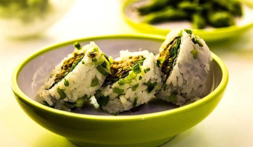 Evite repetir a mesma refeição do dia anterior. Tenha por hábito consumir alimentos diferentes todos os dias.