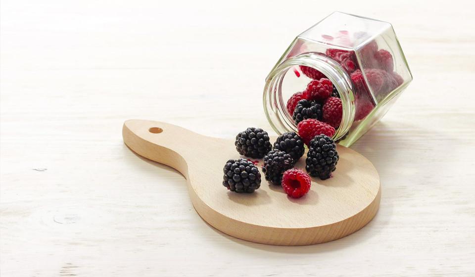 As frutas devem ser consumidas em pequenas proporções. É aconselhado comer frutos vermelhos, mas sempre em pequenas quantidades.