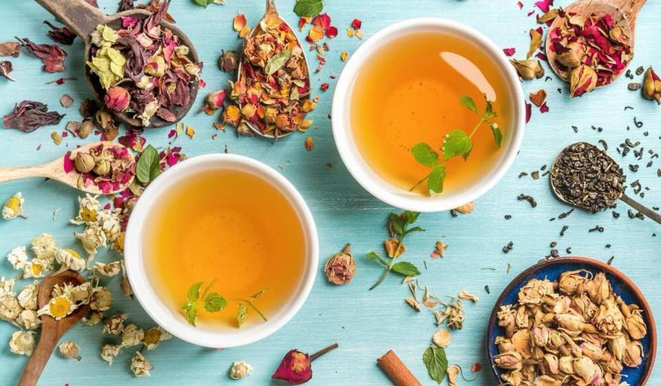 E chegou ao fim. O chá é o indicador de que a massagem chegou ao fim. Mas, ainda assim, podemos relaxar mais um pouco e apreciar a música tipicamente portuguesa e os aromas naturais.