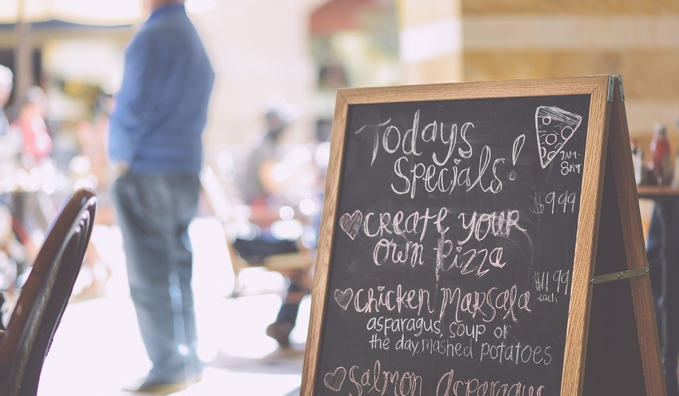 Se puder, escolha restaurantes que tenham já as ementas semanais fixas no início da semana.