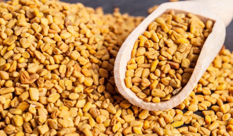 As sementes de feno-grego contêm proteína 4-hidroxi-isoleucina, responsável pela melhoria na função da insulina, aumentando o nível de açúcar no sangue.
