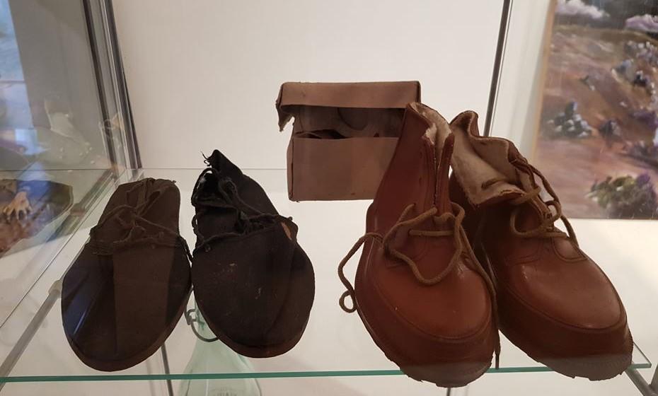 Material contrabandeado. Os sapatos vinham de Espanha para Portugal.