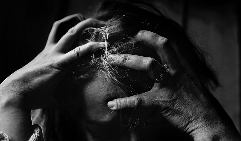 Com o aumento do nível de stress no dia-a-dia das pessoas um pouco por todo o mundo, têm sido levados a cabo diversos estudos para estudar aquilo a que se chama 'A Epidemia do Stress'. Veja de seguida seis dicas sobre como combater o stress e a ansiedade.