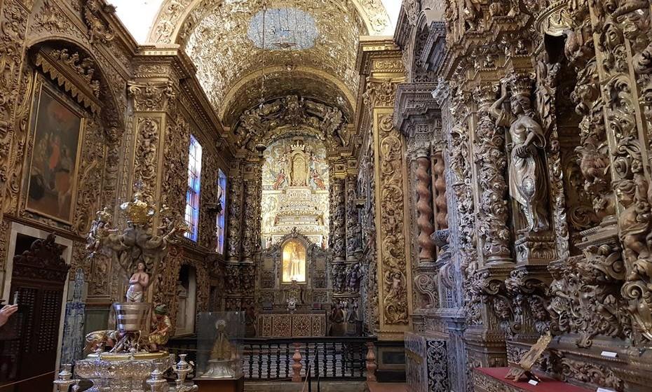 Os altares em talha dourada da igreja que está no Museu Regional de Beja. Um mausoléu em mármore, um altar em mosaico florentino, dois grandes andores processionais em prata são alguns dos elementos a destacar.