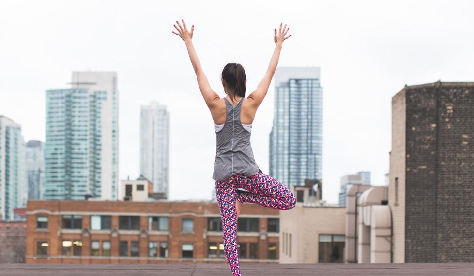 Esteja fisicamente ativo. Ao ter uma atividade desportiva regular, o excesso de cortisol reduz, porque está a usar essa energia. Além disso, diminui o peso excessivo, a diabetes e distúrbios metabólicos.