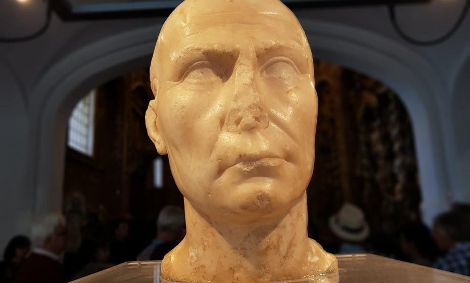 Consta que este é um dos cinco bustos de Júlio César que existem no mundo. Está no Museu Regional de Beja.