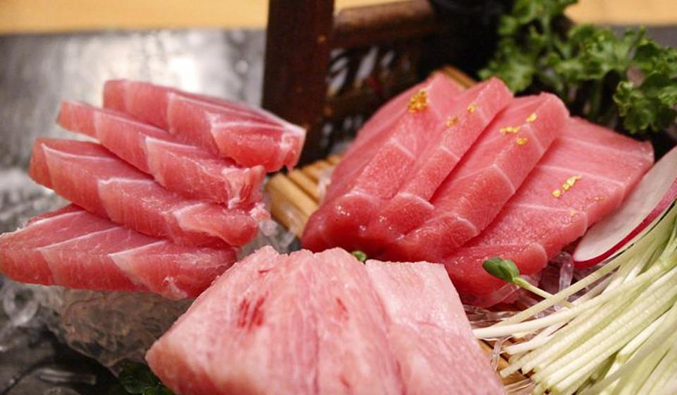 Também os peixes, como o salmão, são uma grande fonte de proteína, devido ao seu baixo teor em gordura e elevado teor de ómega 3.