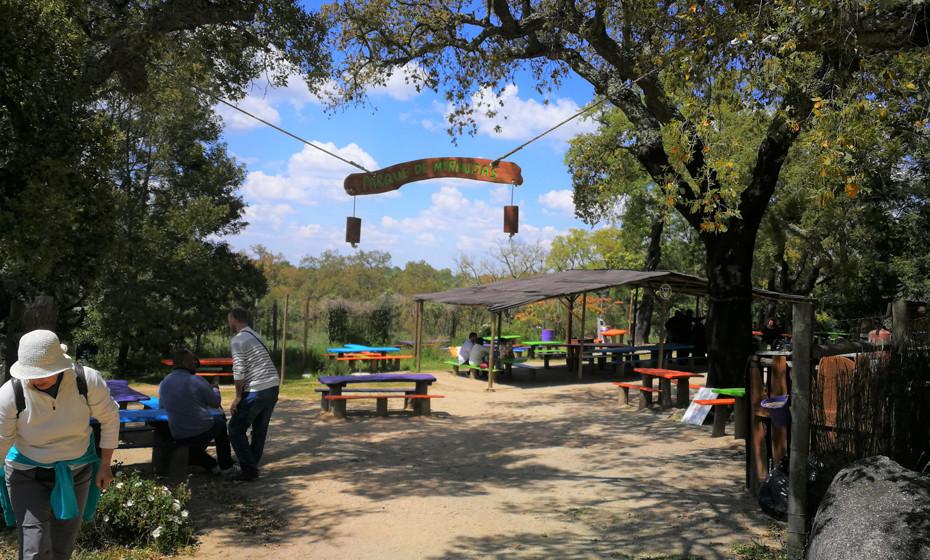 Existem vários Parques de merendas, espalhados pela reserva, para que as famílias possam parar a visita para fazer pequenas refeições e descansar um pouco