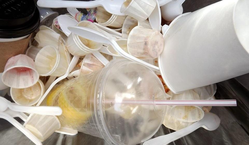 O cenário atual requer um repensar completo da maneira como produzimos, usamos e gerimos o plástico, alerta a ONU porque o planeta não suporta o lixo produzido pelo estilo de vida atual.