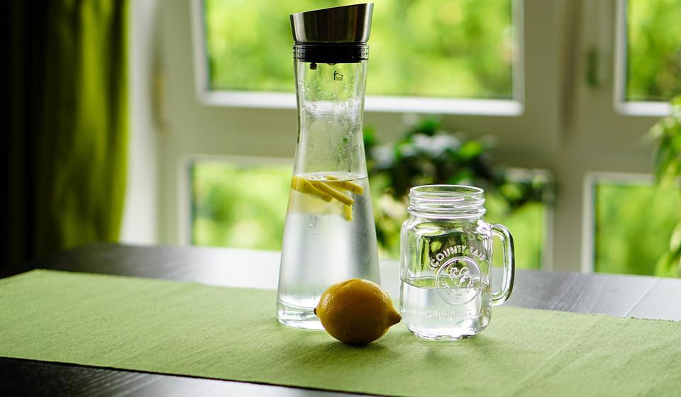 Ingerir muita água e várias vezes ao dia, especialmente entre as refeições.