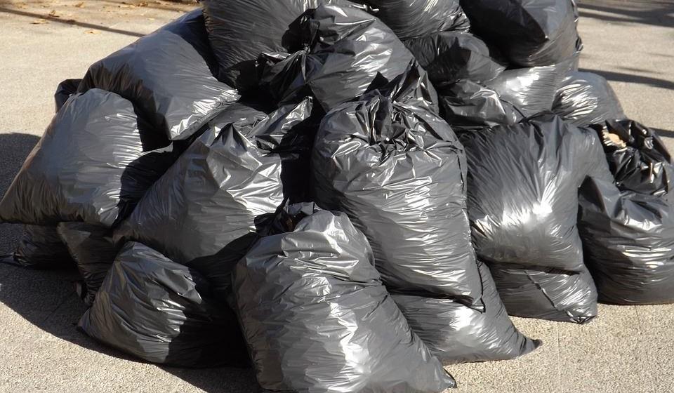 Todos os anos são usados cerca de cinco triliões de sacos de plástico, sendo que cada um leva 100 anos a degradar-se no meio ambiente.