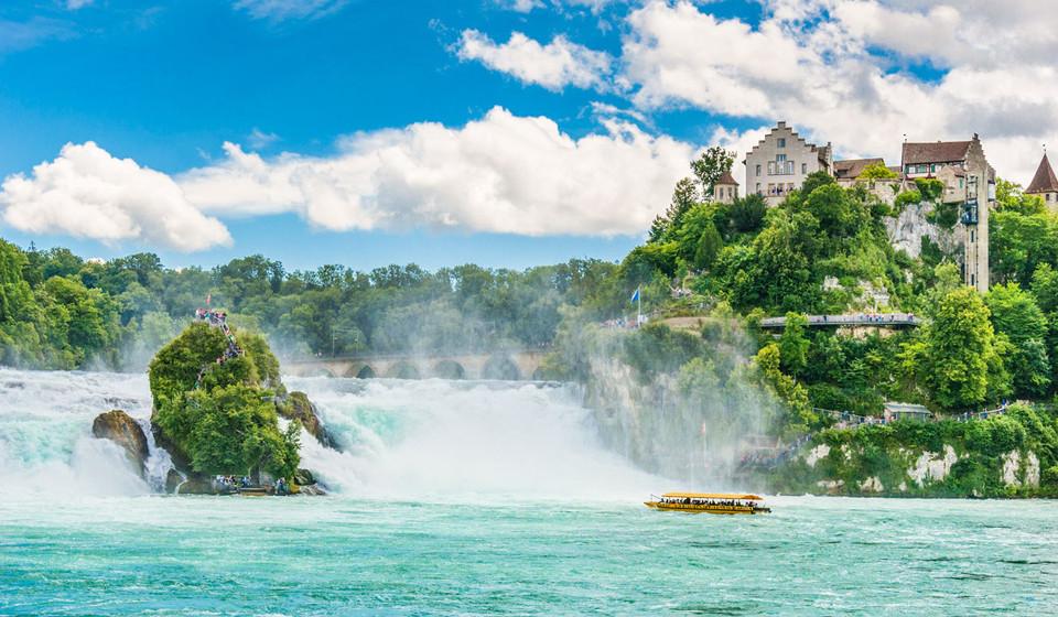 Cascatas Rhine, Suíça. As cascatas Rhine são umas das maiores da Europa e prometem aventura a quem se atrever a fazer desportos radicais nela.