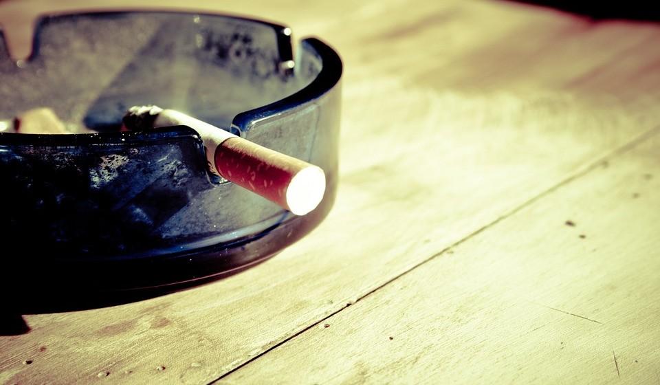 Evite o excesso de peso, o tabaco e as bebidas alcoólicas;