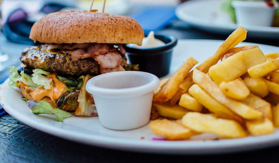 Evitar alimentos gordurosos, condimentados ou picantes ou quaisquer outros cujo cheiro a incomode.