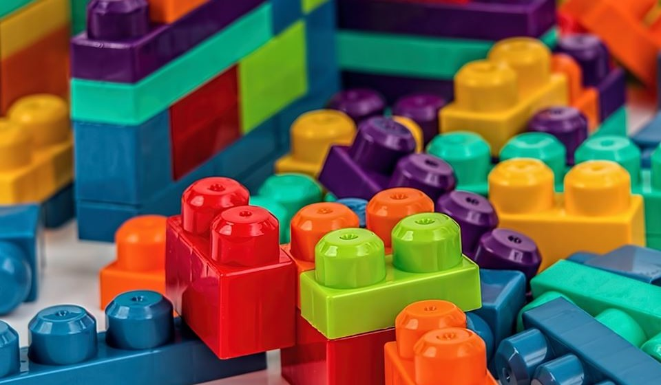 Só num ano, os produtores mundiais produzem 360 milhões de toneladas de plástico. Nos próximos 10/15 anos, esta produção deverá duplicar. Em 2030, deverá chegar aos 619 milhões de toneladas.