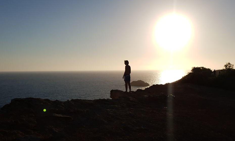 Veja de seguida as dicas e truques de Uli Weber, famoso fotógrafo alemão, para tirar fotos de qualidade durante a 'hora dourada', aquele curto período que surge logo após o nascer do sol ou antes do pôr-do-sol. As fotos que se seguem foram tiradas em Ibiza, Espanha, recorrendo apenas aos Samsung Galaxy.