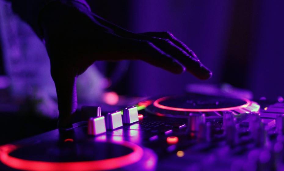 Poderá dançar ao som das músicas do DJ André Vieira.