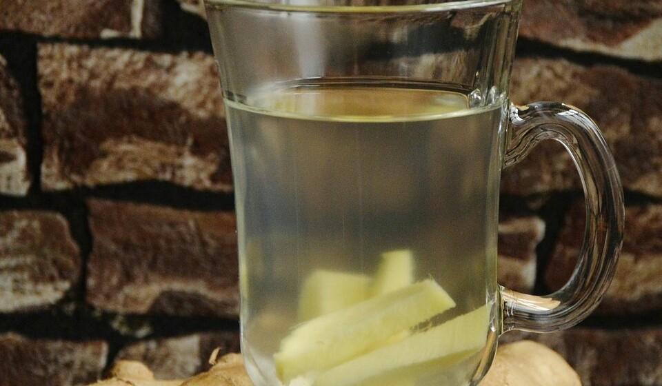 Chá de gengibre: O gengibre é utilizado para adicionar algum sabor na cozinha e é utilizado como remédio para as náuseas ou a artrite. Um estudo, realizado em ratos, defende que uma dieta rica em gordura suplementada com 5% de gengibre em pó durante quatro semanas leva à redução de peso e ao aumento do colesterol bom.