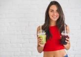 Em conjunção com uma dieta saudável e exercício físico regular, existe um conjunto de bebidas que pode ajudar a perder peso devido às suas propriedades diuréticas e nutricionais. Aqui fica uma lista de oito bebidas recomendadas pelos nutricionistas.