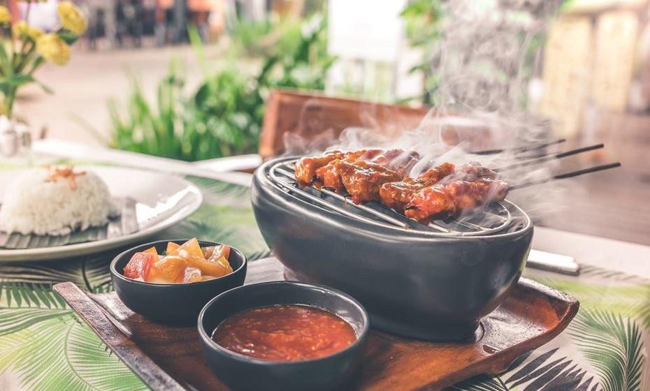 Barbecue: Quando amigos e comida se juntam, o resultado só pode ser bom. Se envolver cerveja gelada,  grelhados e petiscos, o sucesso é mesmo garantido.