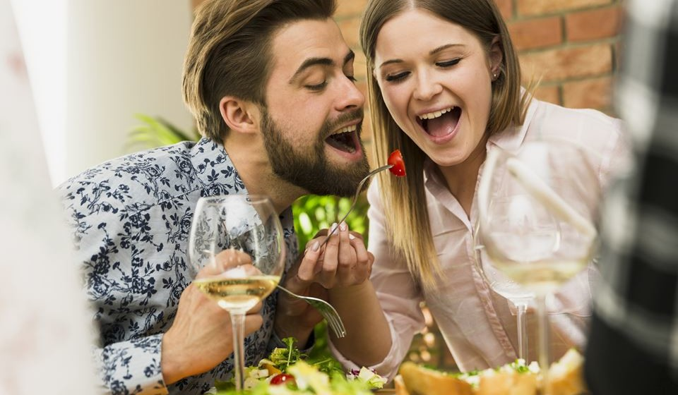A motivação, o humor e a regulação do sono, entre outras funções cerebrais, são reguladas com a ajuda da dopamina, uma substância química que atua no cérebro. A sua produção é gerida pelo sistema nervoso, mas diferentes fatores podem causar uma queda nos níveis de dopamina. Quando isto acontece, existe uma perda de prazer em coisas que achava a agradáveis, falta de motivação e apatia. Conheça 12 suplementos alimentares que vão fazer com que se sinta melhor.