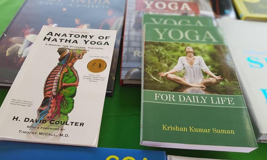 A cultura do yoga muito disseminada no ocidente teve origem na Índia.