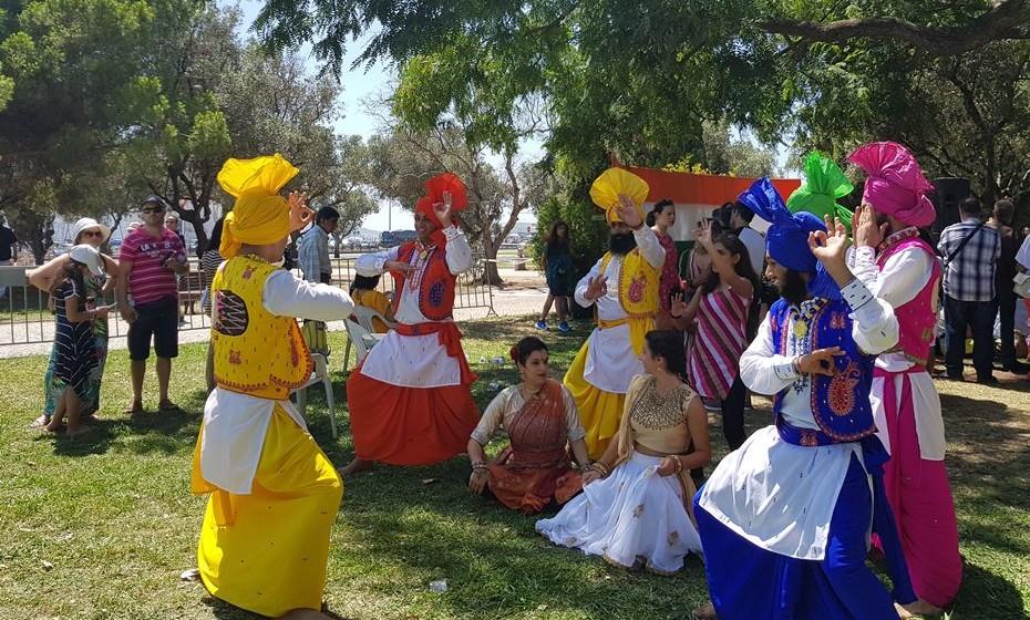 Trajes típicos indianos podem ver-se por todo o festival.