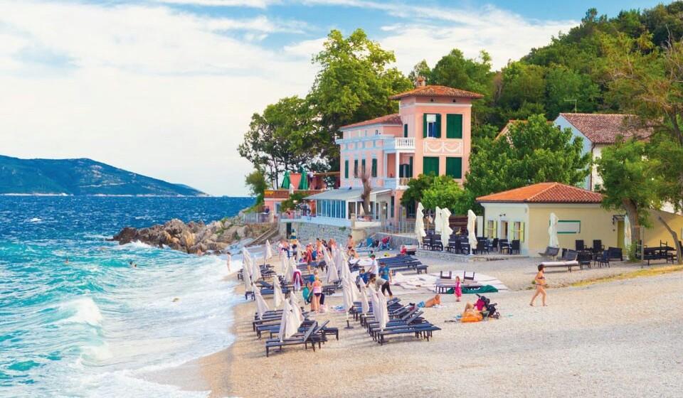 Moscenicka Draga (Croácia) - Para finalizar esta lista de praias a conhecer voltamos à Croácia, mais precisamente à cidade de Moscenicka Draga. Esta é uma estância balnear que oferece os condimentos isso aos para aqueles que queiram aproveitar estas férias de verão e descansar sob o sol croata. Não se esqueça de visitar a praia de Moscenicka Draga e bons mergulhos. (Fotos: Reprodução European Best Destinations)