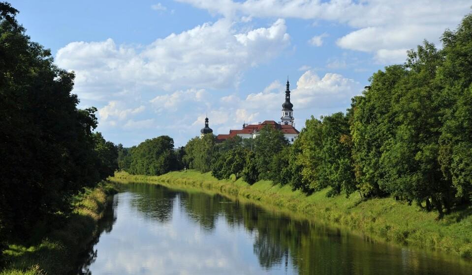 República Checa: Se preferir Olomouc a Praga, pode alcançar uma poupança de 22% no preço da sua estadia. Aqui pode encontrar um quatro duplo num hotel de três a quatro estrelas por 53€.