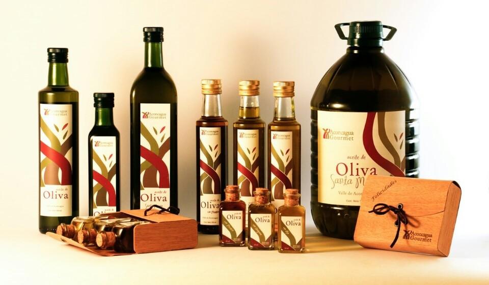 Na escolha de azeite virgem e virgem extra, considere fatores como a região de origem, a variedade, a marca e as certificações de qualidade. Tal como no vinho, todos estes elementos têm grande influência na qualidade.